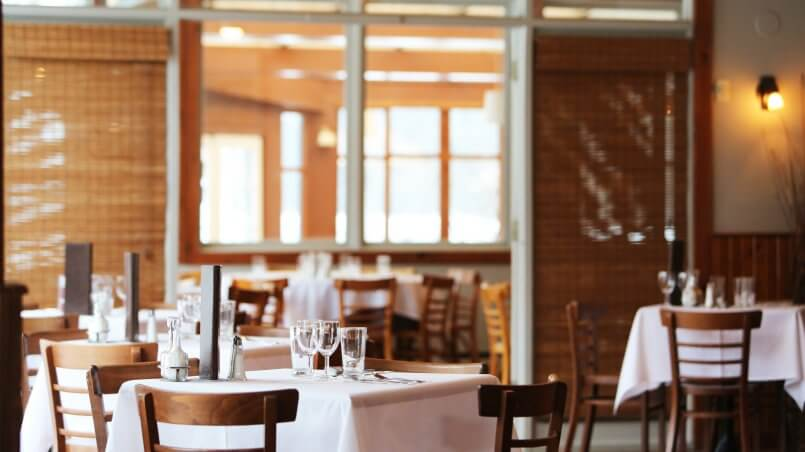 столик в ресторане диалог