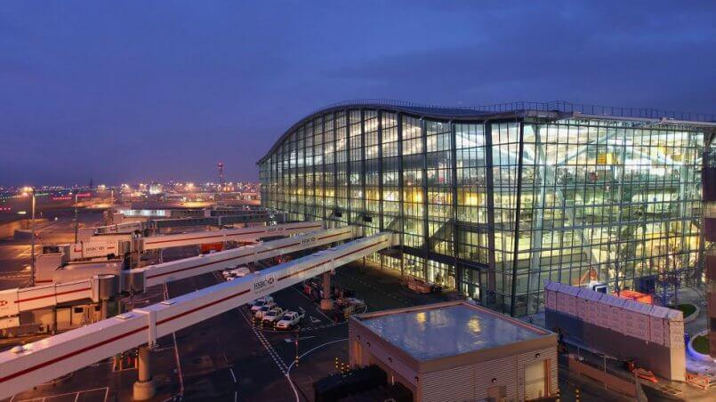 Встреча бизнесменов в аэропорту Лондона